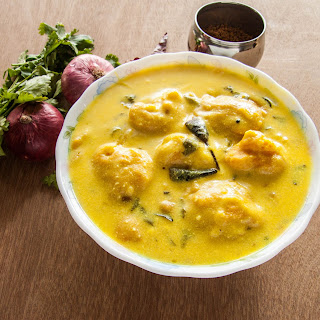 Kadi Pakoda Recipe – A Tangy Yogurt Based Gravy With Gram Flour Fritters.