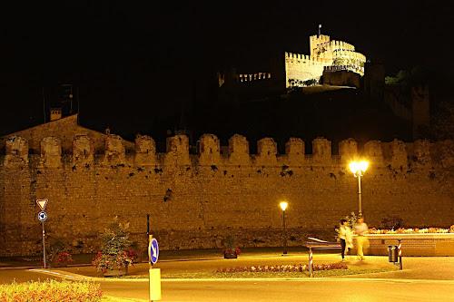 Passeggiando sotto al Castello di Lela69