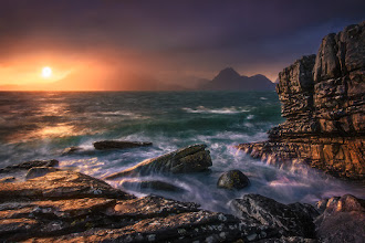 Photo: The four elements - fire, water, air and earth came together in a spectacular natural show at the beautiful coast of Elgol, Scotland.  #plusphotoextract #seascapephotography #elgol #fineartphotography #landschaftsfotografie