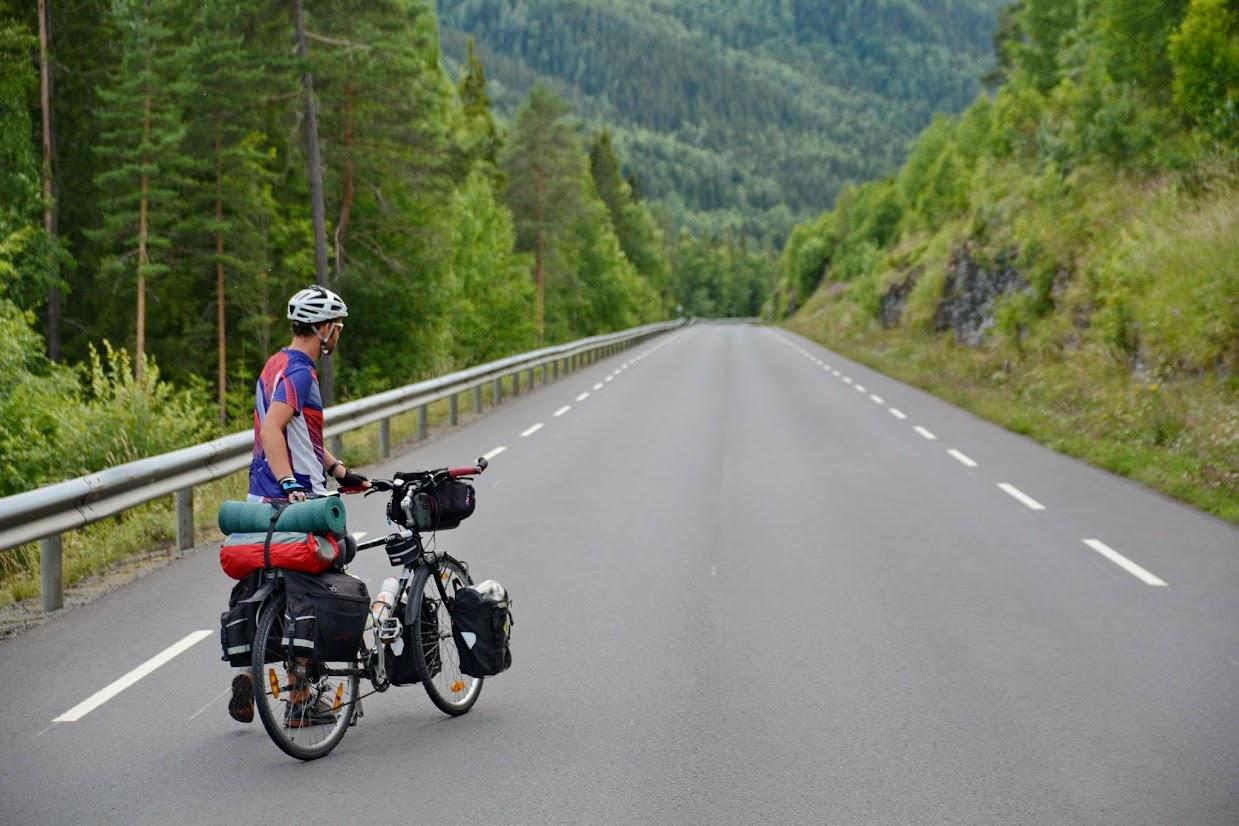 45-days-nomadic-biking-img15-biker-road