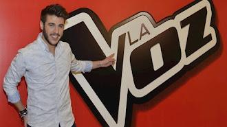 Antonio José posa con La Voz.