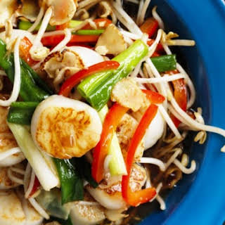 Stir-fried Scallops With Bean Sprouts.