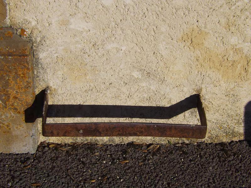 Un decrottoir à l'eglise d'Ambel