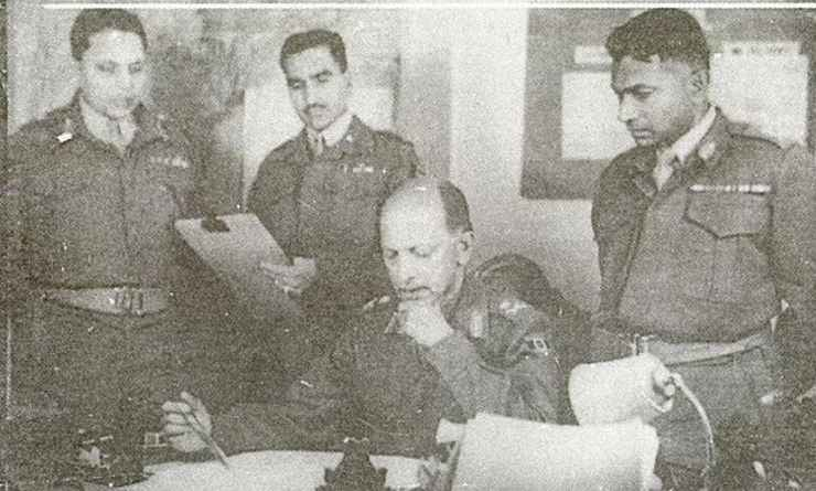 Field-Marshal-K-M-Cariappa-with-officers.jpg