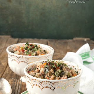 Slow Cooker Lucky Black Eyed Peas and Ham {Hoppin John}.