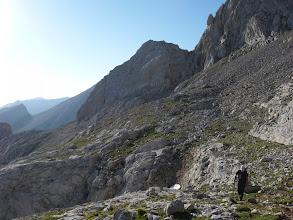 Photo: Detrás vamos dejando el Neverón del Urriellu