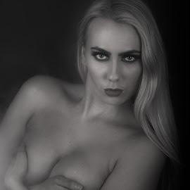 by Gunnar Sigurjónsson - Nudes & Boudoir Boudoir