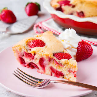 Simple Fresh Strawberry Cake (video).