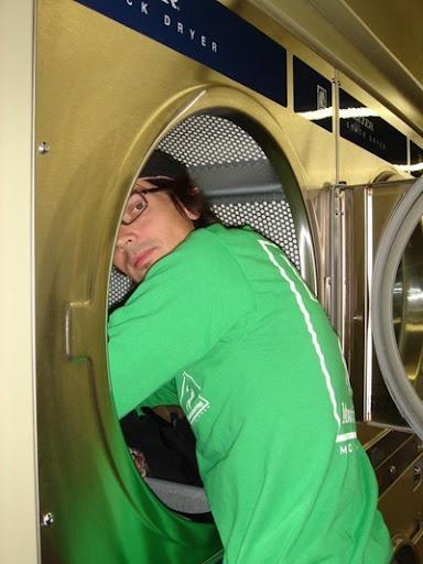 Ursin beim Waschen
