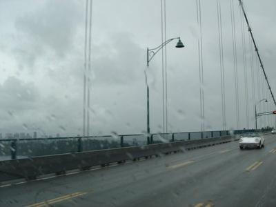Lions Bridge im Regen