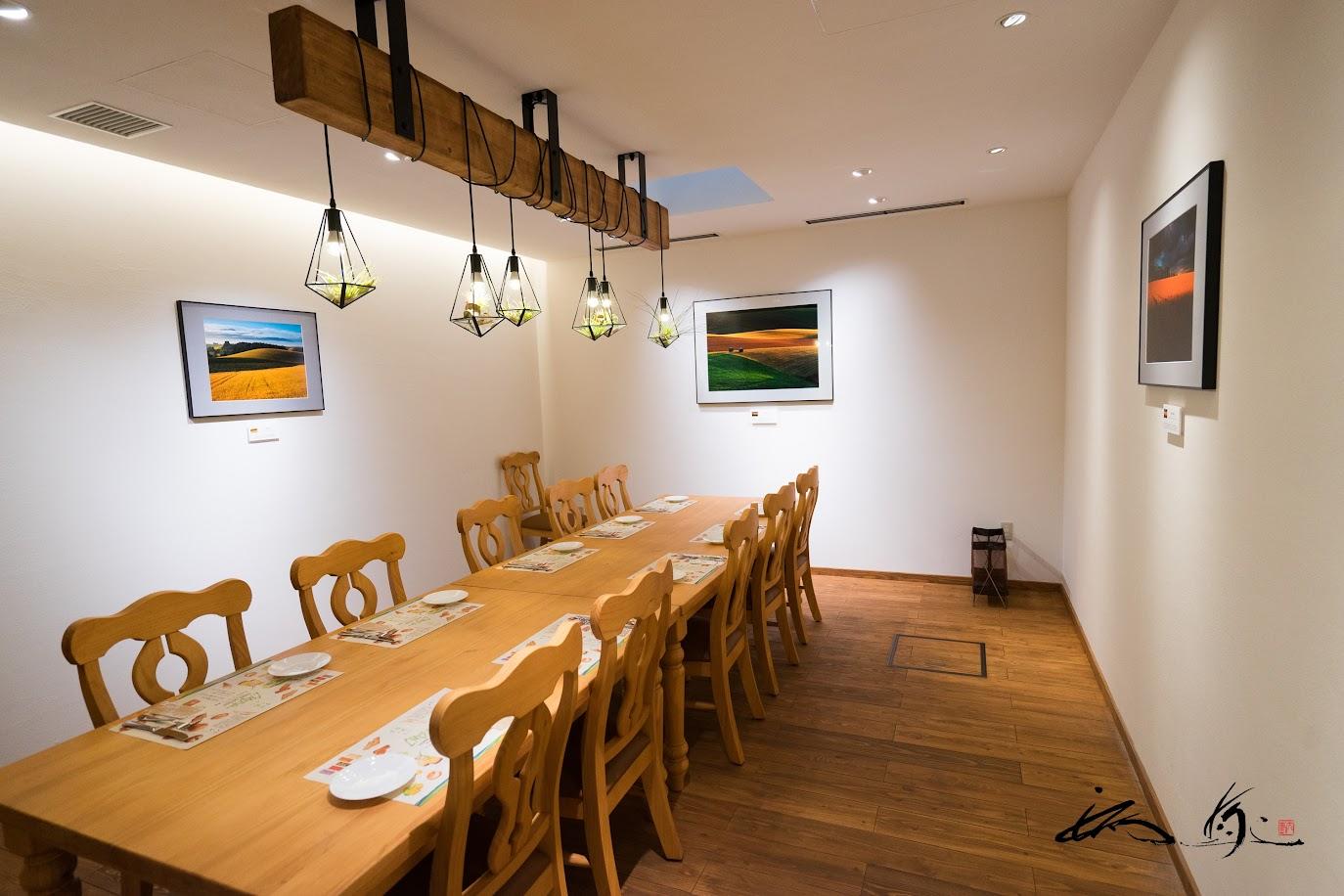 写真家・菊地晴夫氏の素敵な写真に囲まれた個室
