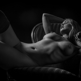 Relax by Reto Heiz - Nudes & Boudoir Artistic Nude ( big nude, studio, erotic, sexy, nude, black and white, nudeart, female model, sensual )