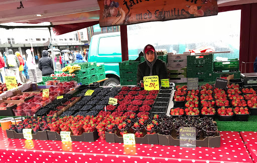 Bergen-Farmers-Market.jpg - The farmers market in the port of Bergen, Norway.