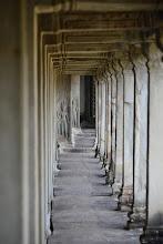 Photo: 15- Malgré l'affluence les touristes sont grégaires, et le temple est assez vaste pour que l'on trouve des espaces où se retrouver seul, ce qui permet de s'imprégner de la sérénité des lieux. A noter aussi : bien que classé au patrimoine mondial, on peut crapahuter librement à peu près partout et rien ne vous sépare des fresques millénaires. Faute de personnel, seuls quelques endroits sont surveillés. Les guides appellent à la responsabilité des touristes pour ne pas dégrader l'endroit... pour l'instant, cela semble marcher.