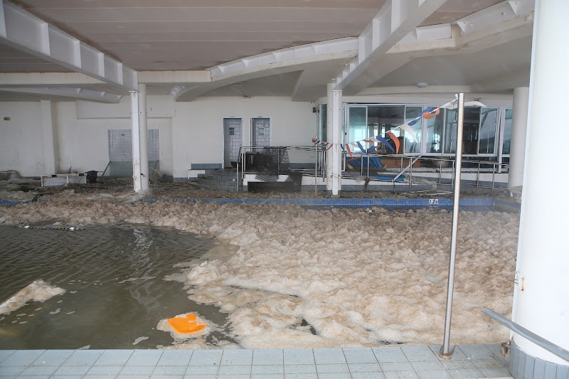 Photo: GOLD COAST, AUSTRALIA - JANUARY 28:  The scene of a swimming school in Burleigh Heads as Queensland experiences severe rains and flooding from Tropical Cyclone Oswald on January 28, 2013 in Gold Coast, Australia. Hundreds have been evacuated from the towns of Gladstone and Bunderberg while the rest of Queensland braces for more flooding.  (Photo by Chris Hyde/Getty Images)