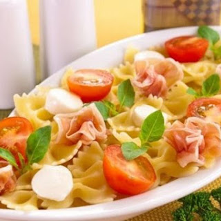 Pasta With Ham, Mozzarella And Tomato