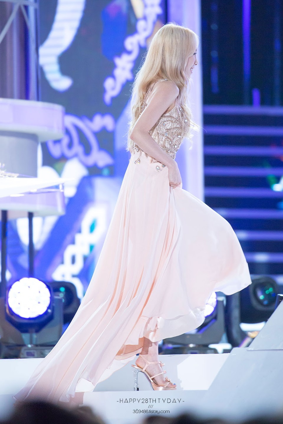 taeyeon gown 60