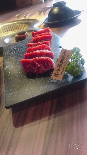 全台唯一清酒機 熟成燒肉專門 好吃好玩☺️30台清酒牆超美