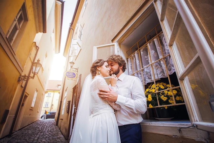 Wedding photographer Constantine Gololobov (gololobov). Photo of 04.02.2017