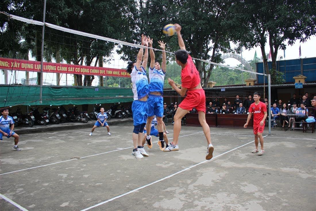 Giao lưu bóng chuyền giữa hai đơn vị