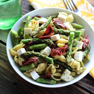 Pesto Pasta with Asparagus & Sun Dried Tomatoes
