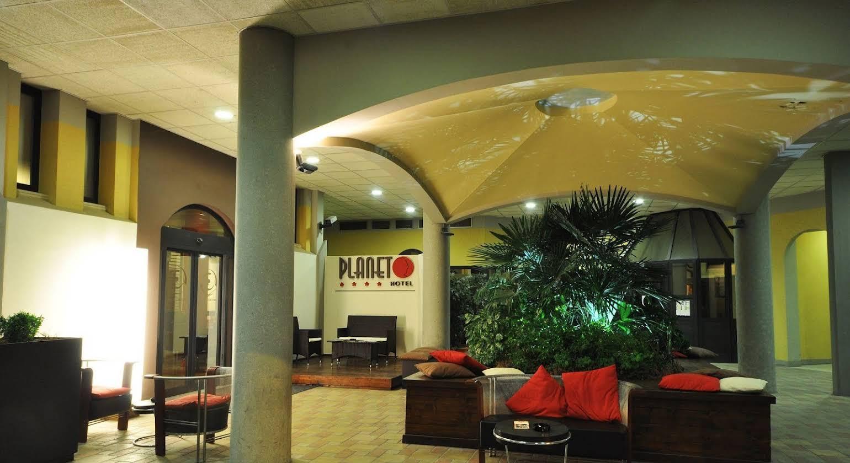 Planet Hotel