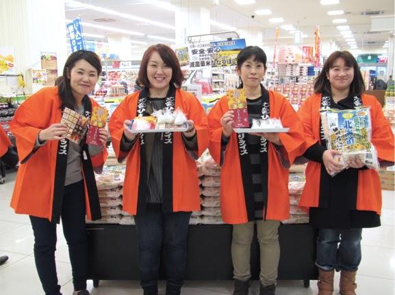 大阪のスーパーで販売活動を行う女性部