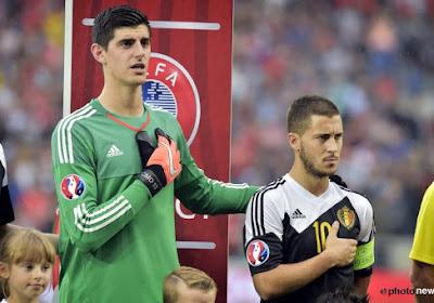 Thibaut Courtois félicite Eden Hazard et certains de ses coéquipiers