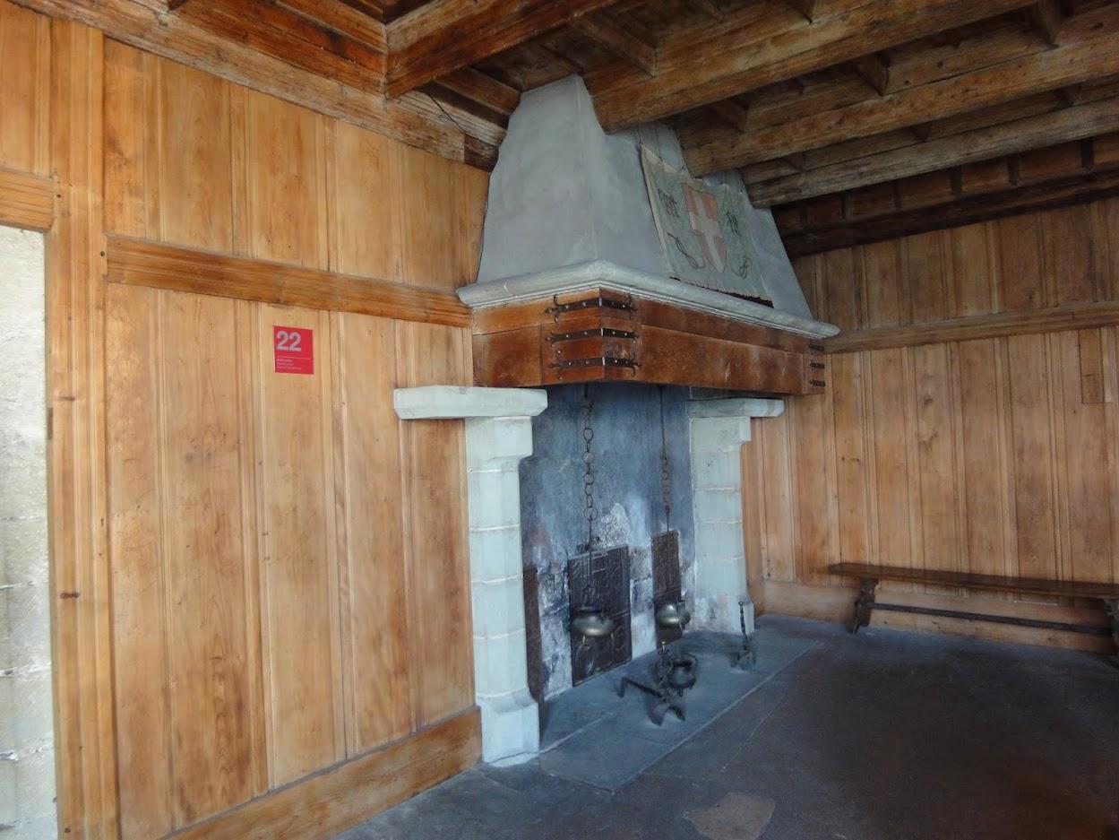 Salle boisée au Château de Chillon