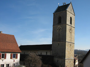 Photo: Martinskirche Neckartailfingen: Der gotische Turm von 1501 hängt deutlich über.