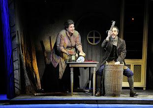 Photo: Wiener Staatsoper: HÄNSEL UND GRETEL. Inszenierung Adrian Noble. Premiere 19.11.2015. Janina Baechle, Adrian Eröd. Copyright: Barbara Zeininger