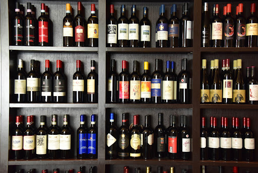 wines-2.jpg - Do you think they had a wide selection of wines when we stopped for lunch?