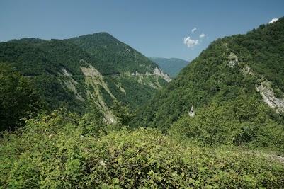 Unsere Fahrt in die Bergwelt Swanetiens beginnt in 400 m Höhe.