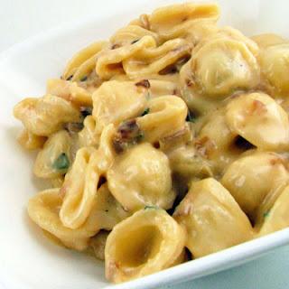 Caramelized Shallot and Crispy Sage Macaroni and Cheese
