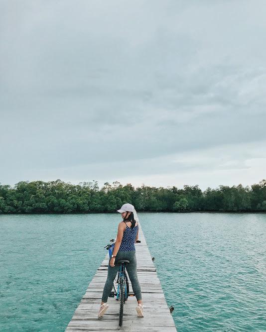 Sepedaan di Leebong Island