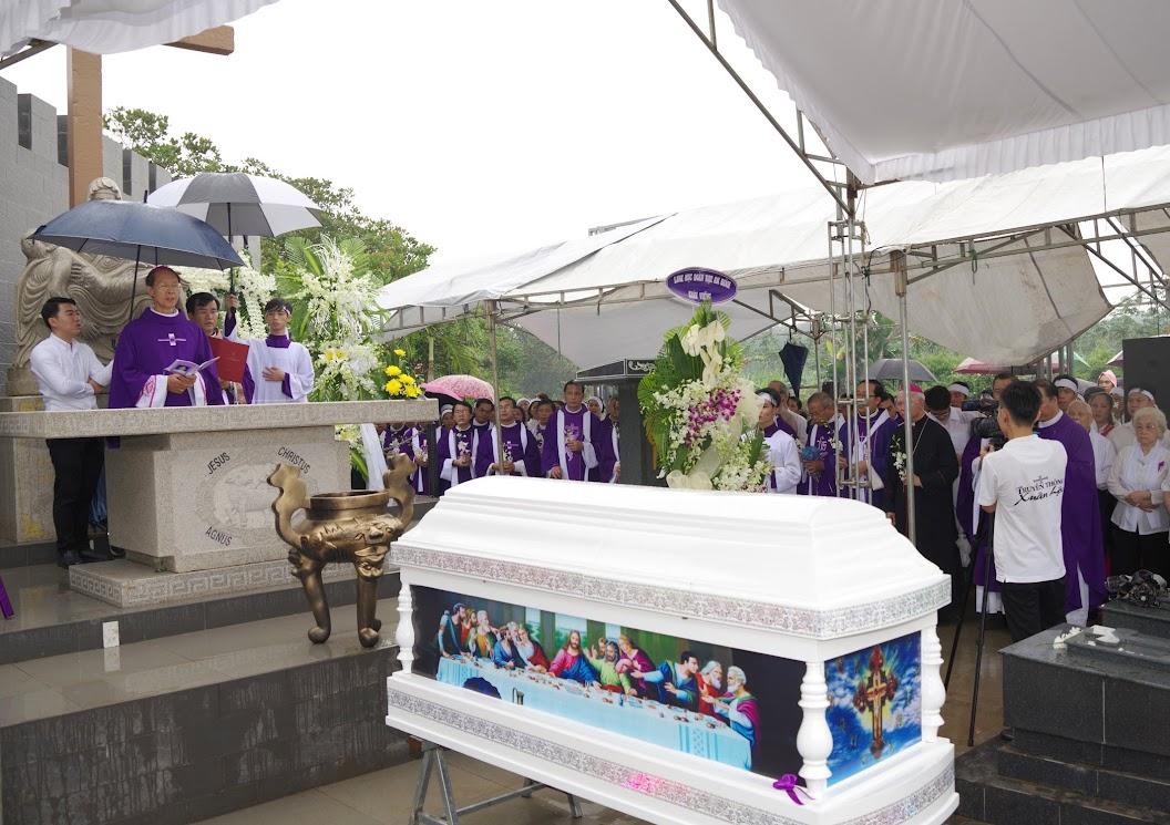 Thánh lễ an táng Cha Giuse Trần Ngọc Tâm - Chánh xứ Xuân Đức - Ảnh minh hoạ 49