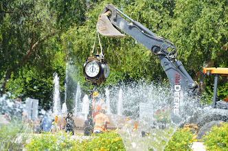 Photo: Placing the clock onto the pedestal for the Scottsdale Rotary Clock at the City of Scottsdale Civic Center Mall