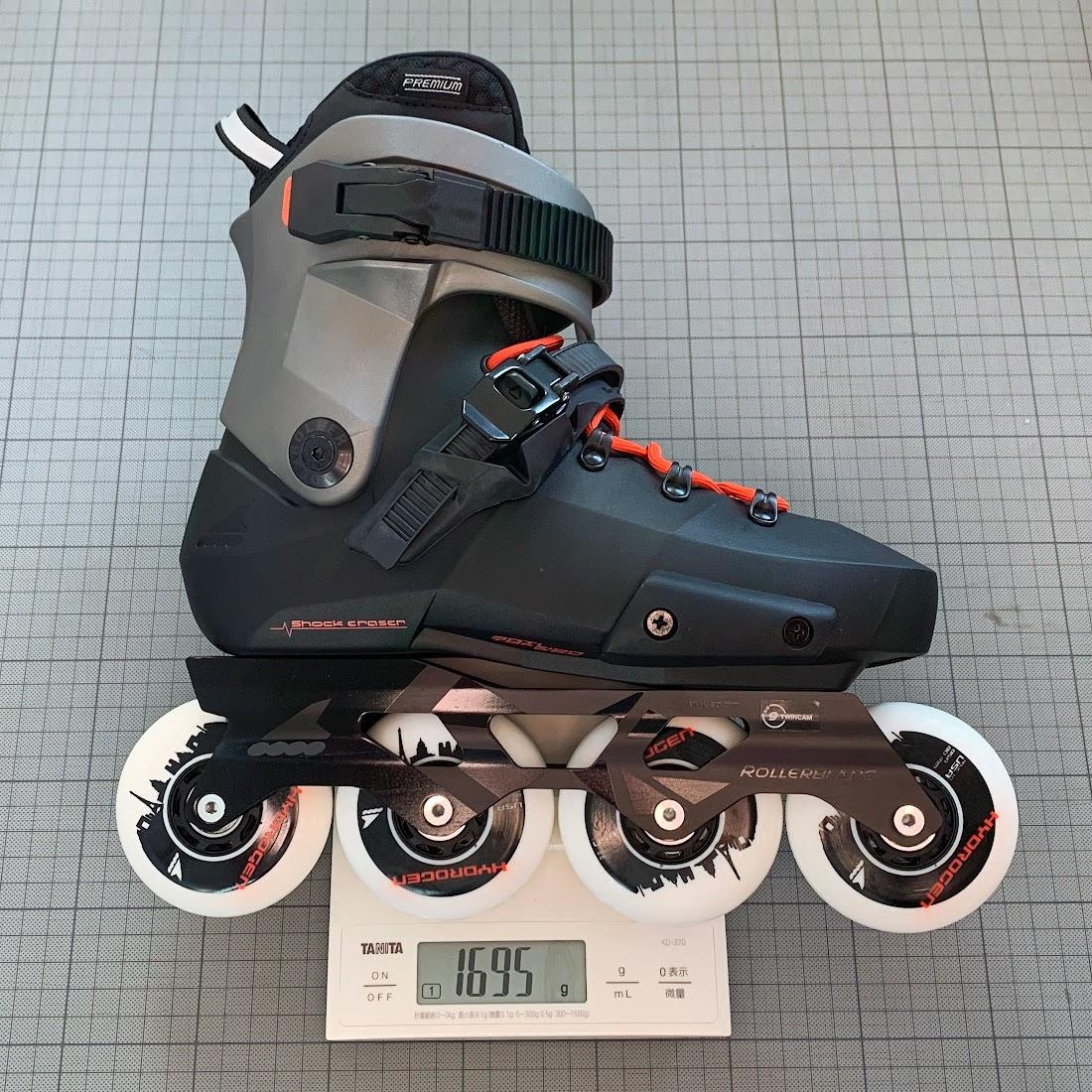 写真1 25.0cmのブーツ片足分の総重量:1695g