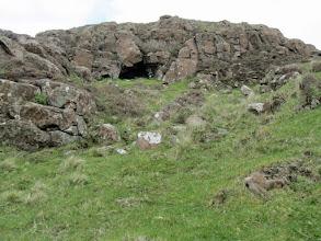 Photo: Een grot op Rubha an Dunain?