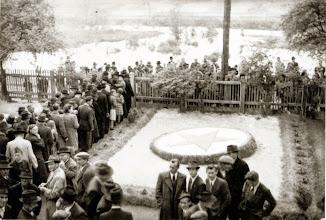 Photo: Ünnepség a Hősök szobra előtt