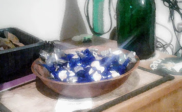 Photo: Bałagan i choinkowe cukierki, ale już w styczniu. (malowane zamieszanie)