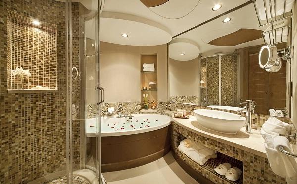 Phòng tắm được thiết kế bằng những mẫu đá tự nhiên