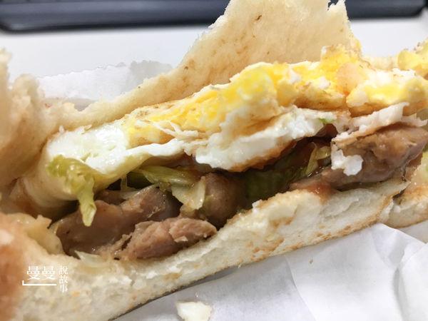Hooters店門口的餐車早餐,逼雞老闆不減我最愛鴛鴦奶茶與培根蛋起司三明治的熱情
