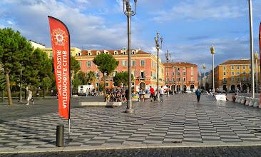 Photo: Encore une heure et la place Masséna sera remplie !