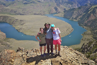 Photo: Nora, Alyssa, Elizabeth