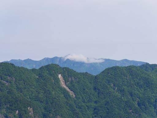 大普賢岳だけ雲に覆われ