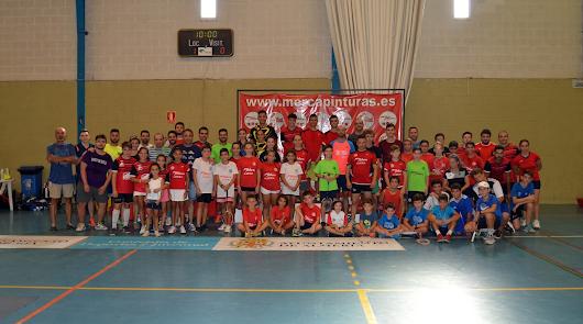 Más de 100 jugadores disfrutan de la Feria con el Open de Bádminton