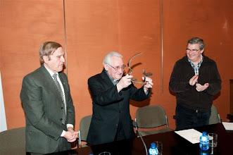 Photo: Mons. Iguacen premiado. Foto: V. Plana