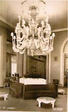 Photo: Lobby do Palácio Quitandinha. Este lustre não existe mais neste local. Foto de Frank Scherschel