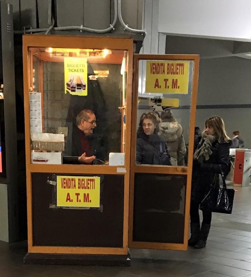 Distributore di biglietti non automatico di Jorjo